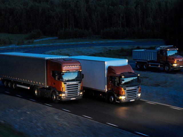 http://www.owlexpress.nl/wp-content/uploads/2015/09/Three-orange-Scania-trucks-640x480.jpg
